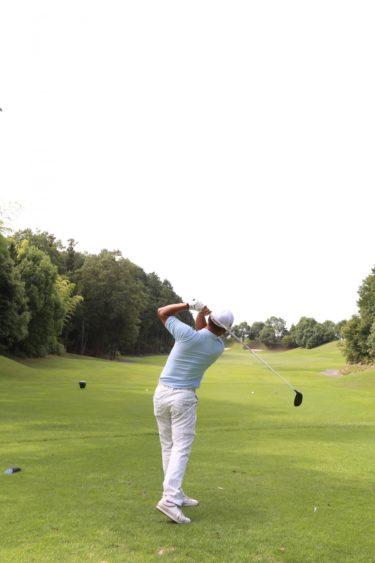 ゴルフ初心者を悩ませるアイアンが当たらない原因と克服する方法