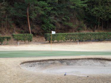 ゴルフ初心者女性もバンカーから抜け出せる打ち方のコツと練習法