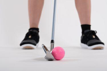 初心者女性が自宅でアプローチを練習してスコアアップさせる方法