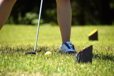 フォロースルーを意識するとゴルフは初心者女子も上達できる